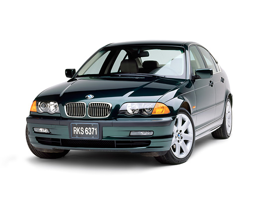 AUT 01 RK0073 06 © Kimball Stock 1999 BMW 328i Green 3/4 Front View On White Seamless Background