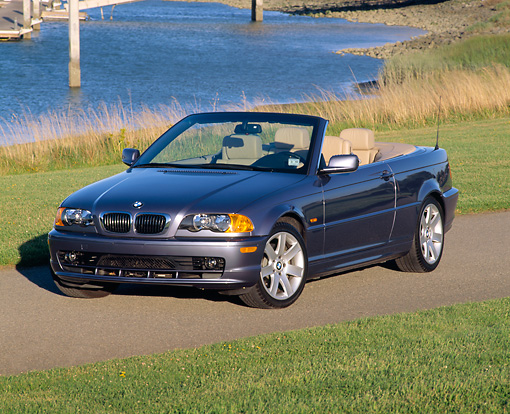 AUT 01 RK0099 02 © Kimball Stock 2001 BMW 323Ci Convertible Blue 3/4 Front View By Grass And Water
