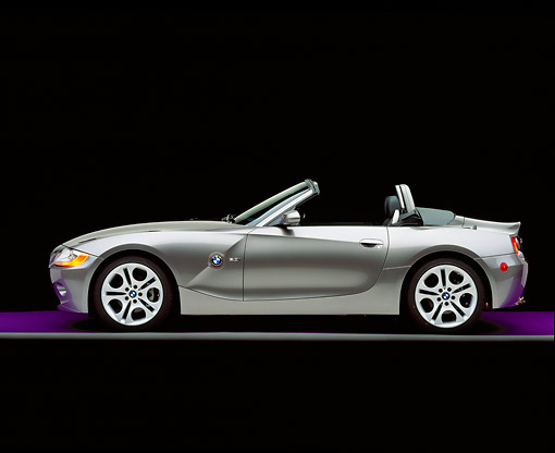 AUT 01 RK0149 06 © Kimball Stock 2003 BMW Z4 3.0i Convertible Gray Side View On Purple Floor Gray Line Studio