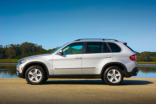 AUT 01 RK0309 01 © Kimball Stock 2007 BMW X5 4.8i Silver Low Profile View On Pavement By Water