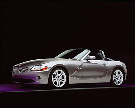 AUT 01 RK0146 01 © Kimball Stock 2003 BMW Z4 3.0i Convertible Gray 3/4 Front View Studio