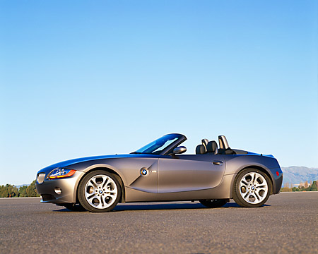 AUT 01 RK0153 03 © Kimball Stock 2003 BMW Z4 3.0i Convertible Gray 3/4 Front View On Pavement Blue Sky