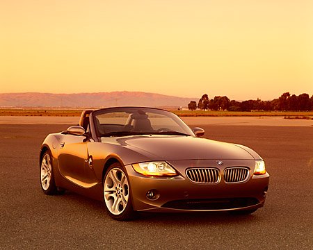 AUT 01 RK0156 03 © Kimball Stock 2003 BMW Z4 3.0i Convertible Gray 3/4 Front View On Pavement