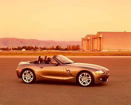 AUT 01 RK0159 03 © Kimball Stock 2003 BMW Z4 3.0i Convertible Gray 3/4 Front View On Pavement By Hangar