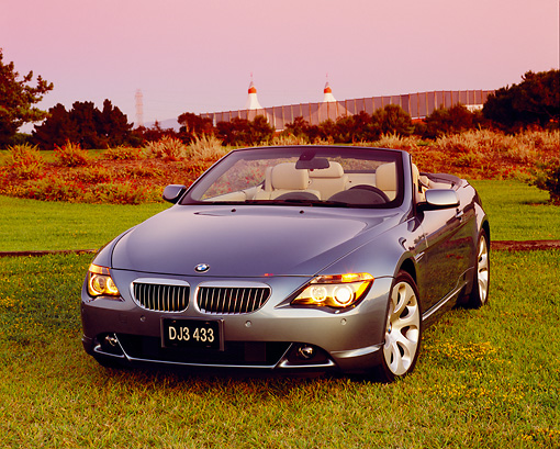 AUT 01 RK0213 02 © Kimball Stock 2005 BMW 645Ci Convertible Blue 3/4 Front View On Grass Filtered