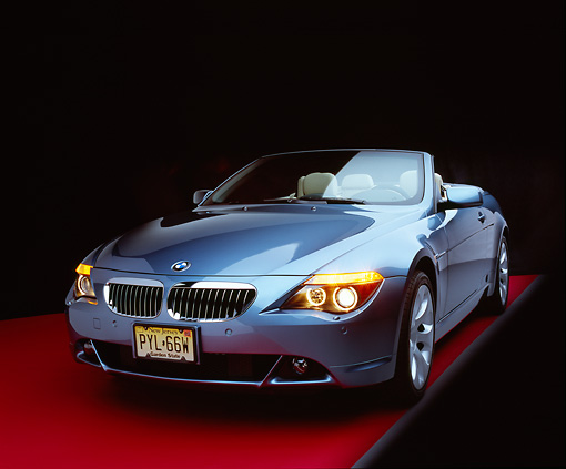 AUT 01 RK0216 01 © Kimball Stock 2005 BMW 645Ci Convertible Blue 3/4 Front View Studio