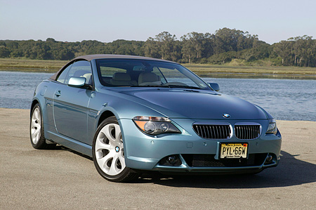AUT 01 RK0240 01 © Kimball Stock 2004 BMW 645Ci Convertible Blue 3/4 Front View On Pavement By Lake