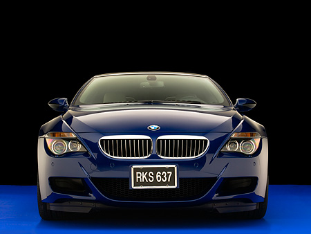 AUT 01 RK0265 02 © Kimball Stock 2006 BMW M6 Coupe Blue Low Head On Shot Studio