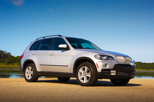 AUT 01 RK0307 01 © Kimball Stock 2007 BMW X5 4.8i Silver Low 3/4 Side View On Pavement By Water