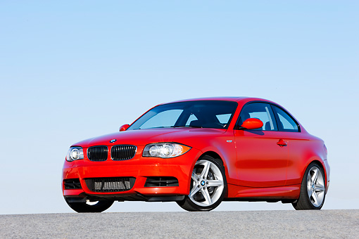 AUT 01 RK0328 01 © Kimball Stock 2008 BMW 135i Red 3/4 Front View Blue Sky