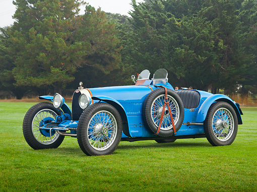 AUT 02 RK0142 01 © Kimball Stock 1929 Bugatti Type 35 Blue 3/4 Side View On Grass By Trees