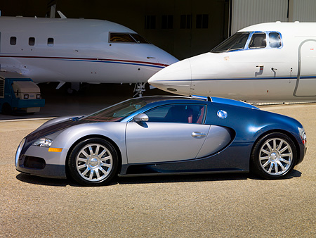 AUT 02 RK0085 02 © Kimball Stock 2007 Bugatti Veyron Silver And Blue 3/4 Front View By Airplanes