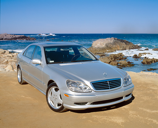 AUT 05 RK0253 06 © Kimball Stock 2002 Mercedes-Benz S500 Class Silver 3/4 Front View On Sand By The Ocean