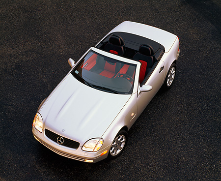 AUT 05 RK0050 03 © Kimball Stock 1998 Mercedes-Benz SLK Kompressor Convertible Silver Overhead 3/4 Front View