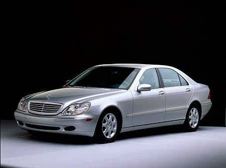 AUT 05 RK0168 01 © Kimball Stock 2000 Mercedes-Benz S430 Sedan Silver 3/4 Front View On White Floor Studio