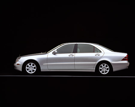 AUT 05 RK0171 01 © Kimball Stock 2000 Mercedes-Benz S430 Sedan Silver Profile On Gray Line Studio