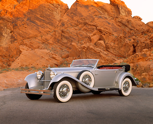 AUT 05 RK0203 17 © Kimball Stock 1938 Mercedes-Benz 540K Special Phaeton Silver 3/4 Front View By Red Rocks