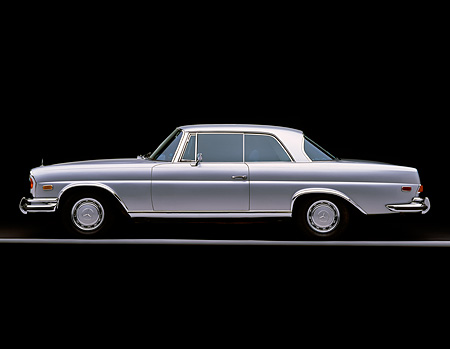 AUT 05 RK0207 03 © Kimball Stock 1971 Mercedes 280 SE Coupe Silver Profile On Gray Line Studio