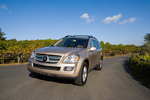 AUT 05 RK0522 01 © Kimball Stock 2007 Mercedes-Benz GL450 Silver Low 3/4 Front View On Pavement By Vineyard
