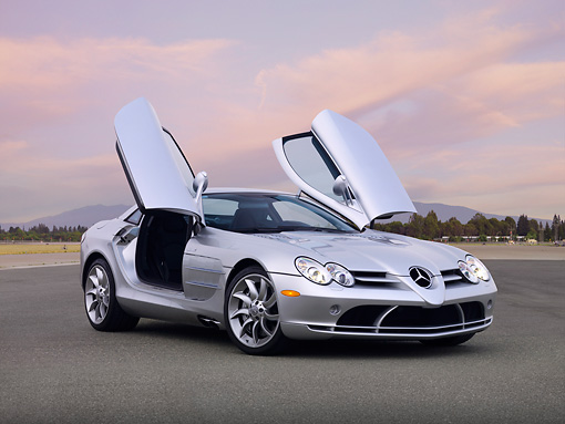 AUT 05 RK0572 01 © Kimball Stock 2006 Mercedes-Benz SLR McLaren Silver 3/4 Front View Doors Open On Pavement
