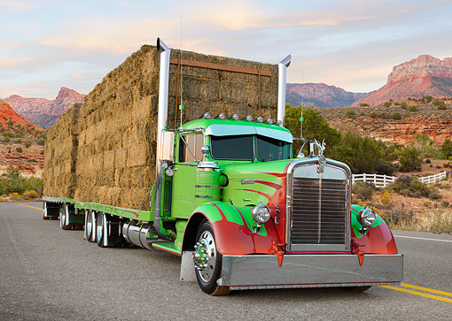 AUT 07 RK0438 01 © Kimball Stock 2007 Kenworth W900 Green And Red Carrying Hay 3/4 Front View On Road In Desert