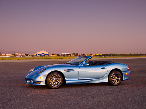 AUT 08 RK0051 01 © Kimball Stock 2006 Panoz Esperante GT Convertible Blue 3/4 Side View On Pavement