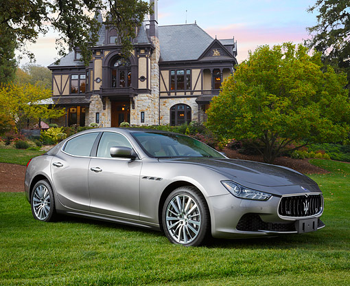 AUT 09 BK0039 01 © Kimball Stock 2014 Maserati Quattroporte Gray 3/4 Front View On Grass By House