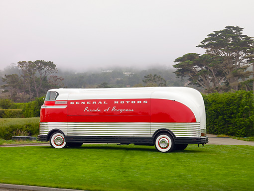 AUT 09 BK0001 01 © Kimball Stock 1940 GM Futurliner Concept Bus Red And White 3/4 Rear View On Grass