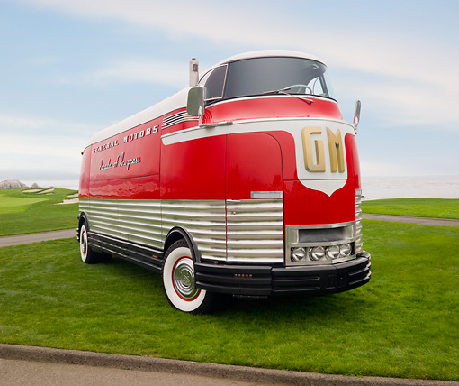 AUT 09 BK0003 01 © Kimball Stock 1940 GM Futurliner Concept Bus Red And White 3/4 Front View On Grass