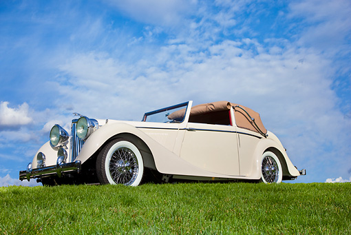 AUT 12 RK0322 01 © Kimball Stock 1947 Jaguar Mark IV White 3/4 Front View On Grass