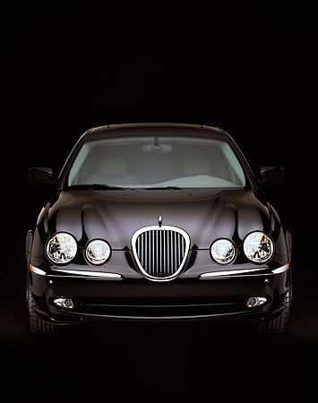 AUT 12 RK0074 19 © Kimball Stock 2000 Jaguar S Type V8 with sports package Head On Studio