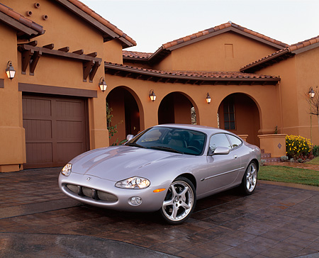 AUT 12 RK0114 01 © Kimball Stock 2001 Jaguar XKR Silverstone Coupe 3/4 Front View On Driveway By House