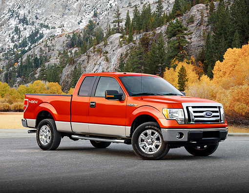 AUT 14 BK0101 01 © Kimball Stock 2009 Ford F-150 Supercab XLT Pickup Truck Red 3/4 Front View By Mountainside