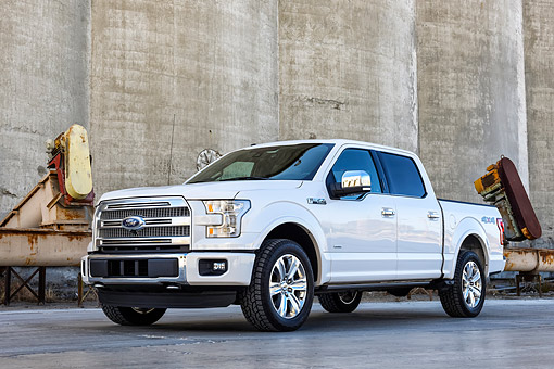 AUT 14 BK0111 01 © Kimball Stock 2015 Ford F-150 Platinum 4x4 White 3/4 Front View By Factory