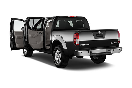 AUT 14 IZ2031 01 © Kimball Stock 2015 Nissan Frontier 4.0 SV Crew Cab 4x4 AT SWB 4-Door Truck 3/4 Rear View In Studio