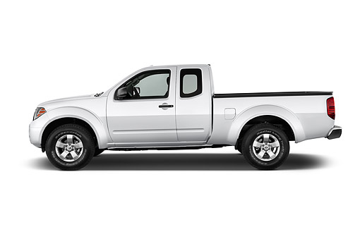 AUT 14 IZ2041 01 © Kimball Stock 2014 Nissan Frontier 4.0 SV King Cab 4x4 AT SWB 2-Door Truck Front View In Studio