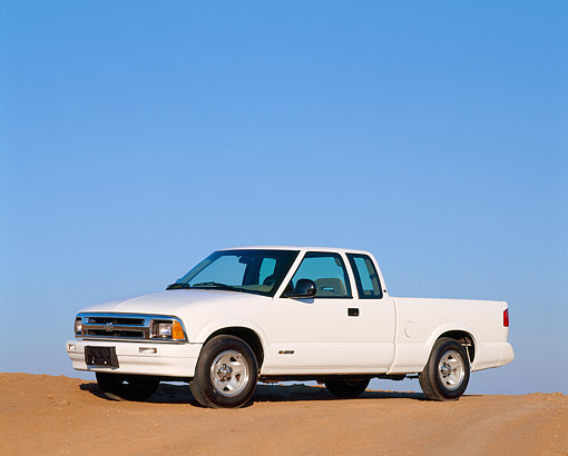 AUT 14 RK0009 03 © Kimball Stock 1997 Chevrolet S-10 Extended Cab White 3/4 Side View On Pavement Hill Blue Sky