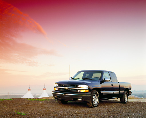 AUT 14 RK0052 02 © Kimball Stock 1999 Chevy Silverado LS 1500 Blue Pick Up 3/4 Front View On Dirt Hill At Dusk