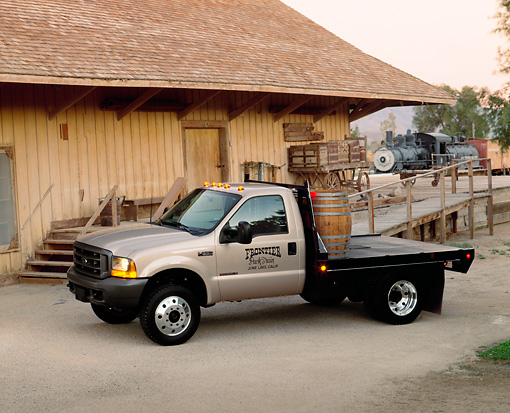 AUT 14 RK0286 04 © Kimball Stock 1999 Ford F550 Flatbed Truck 3/4 Side View On Pavement
