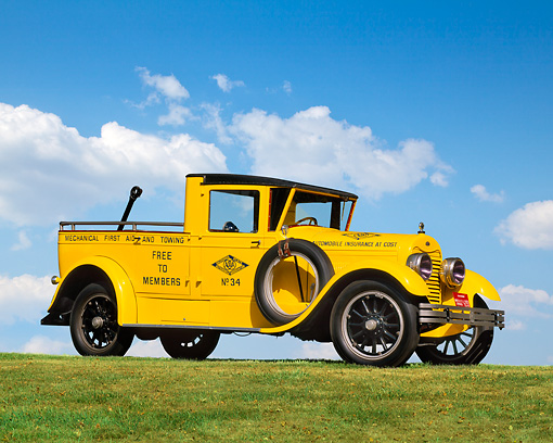 AUT 14 RK0517 05 © Kimball Stock 1922 Lincoln AAA Tow Truck Yellow 3/4 Side View On Grass Against Blue Sky