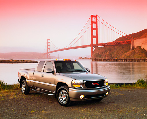 AUT 14 RK0669 03 © Kimball Stock 2002 GMC Sierra Denali AWD 4 Door Pewter 3/4 Front View On Dirt By SF Bridge