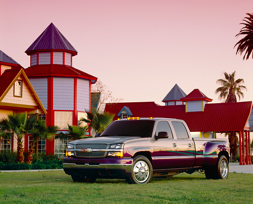 AUT 14 RK0867 04 © Kimball Stock 2003 Chevrolet Dually Custom Paint Low 3/4 Front View On Grass By House And Palm Trees Filtered