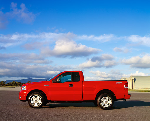 AUT 14 RK0928 01 © Kimball Stock 2004 Ford F-150 STX Red