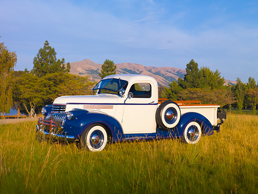 AUT 14 RK1553 01 © Kimball Stock 1946 Chevrolet 1/2 Ton Pickup Truck White And Blue 3/4 Front View On Grass By Hills