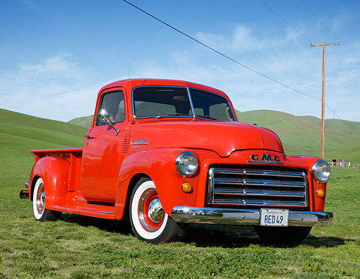 AUT 14 RK1825 01 © Kimball Stock 1949 GMC Long Bed Pickup Budweiser Red 3/4 Front View On Grass By Hills