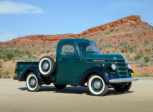 AUT 14 RK1842 01 © Kimball Stock 1940 International Harvester D-2 Pickup Forest Green And Black 3/4 Side View On Pavement In Desert