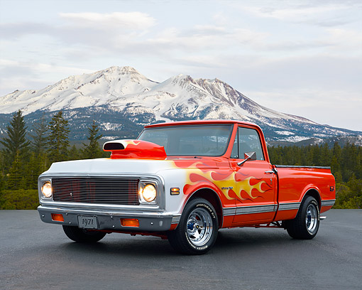 AUT 14 RK1894 01 © Kimball Stock 1971 Chevrolet Pickup C-10 Custom 3/4 Front View By Mountain