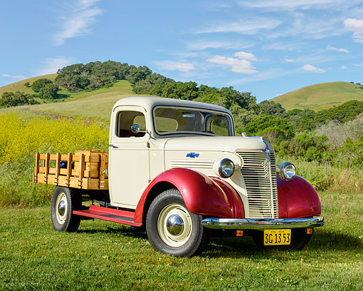 AUT 14 RK1926 01 © Kimball Stock 1938 Chevrolet Pickup White And Red 3/4 Front View On Grass By Hills