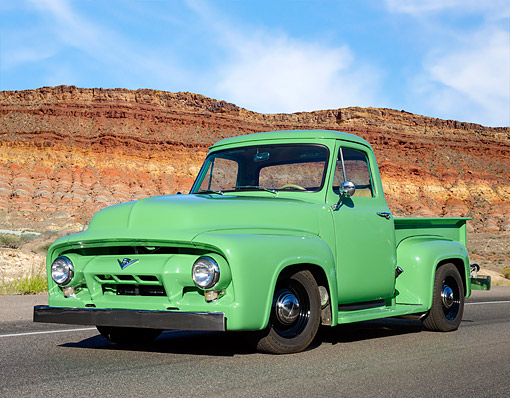 AUT 14 RK1989 01 © Kimball Stock 1954 Ford F-100 Green 3/4 Front View In Desert