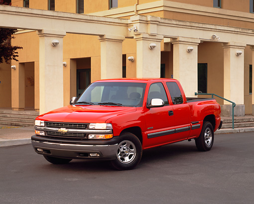 AUT 14 RK0392 03 © Kimball Stock 2000 Chevrolet Silverado C1500 Red Pickup Truck 3/4 Front View On Pavement